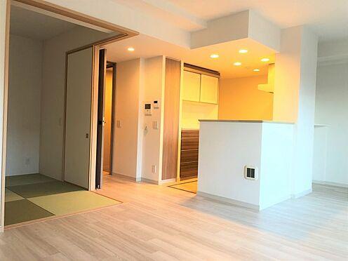 中古マンション-尾張旭市印場元町1丁目 隣接する和室を合わせると21帖超えのリビングでご家族とゆったり過ごすことができます。