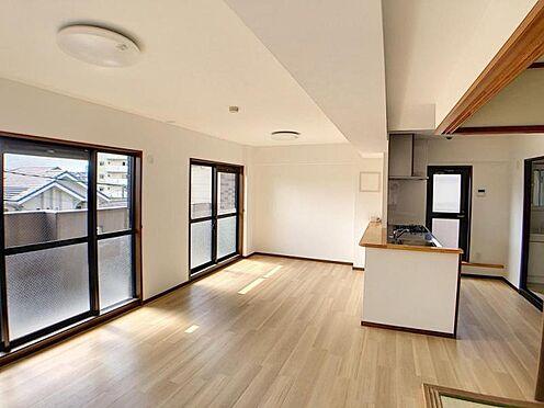 中古マンション-名古屋市名東区神丘町2丁目 大きな窓でより開放的な空間を演出します。