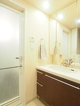 中古マンション-市川市島尻 鏡面収納付きの洗面化粧台。水回りをスッキリ保てます。