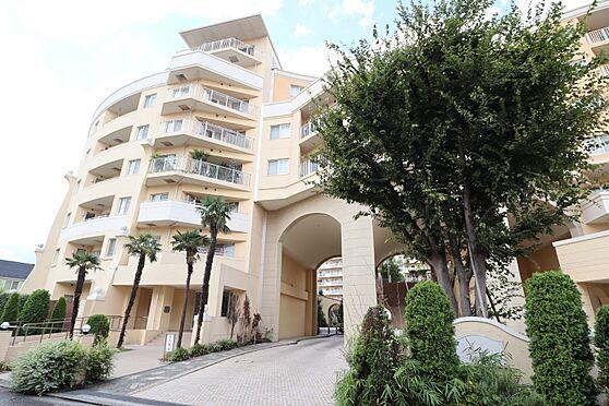 中古マンション-横浜市瀬谷区五貫目町 リゾートの雰囲気が漂うマンション外観