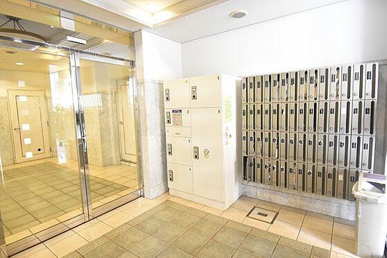 中古マンション-大阪市中央区鎗屋町2丁目 便利な宅配ボックスが完備されています。