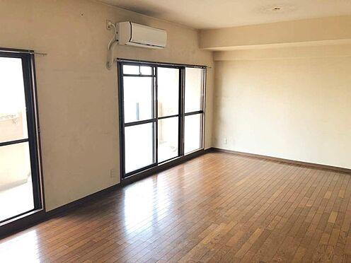 中古マンション-豊田市豊栄町3丁目 リビングの隣に和室があります。お昼寝したり、お子さまの遊ぶスペースにしたり、とっても便利です。