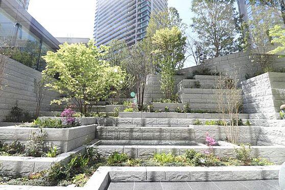 新築マンション-大阪市北区豊崎3丁目 【プライベートガーデン】水と緑で織りなす、立体的でダイナミックな庭園創造。時の移ろいを八季で表現する「プライベートガーデン」