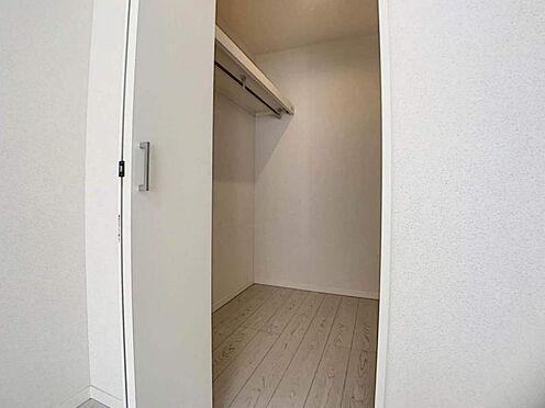 中古一戸建て-豊田市堤町上町 洋室には収納があるので、つい増えてしまう家族の思い出の品もしまっておけますね。