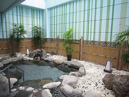 中古マンション-伊東市荻 【露天風呂】岩風呂の浴槽です。