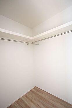新築一戸建て-磯城郡田原本町大字阪手 約2帖のウォークインクローゼット。タンスやチェストの設置が可能です。