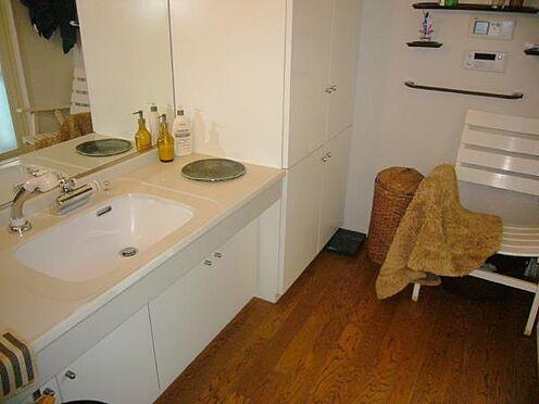 中古マンション-熱海市伊豆山 洗面室もゆったりしております。