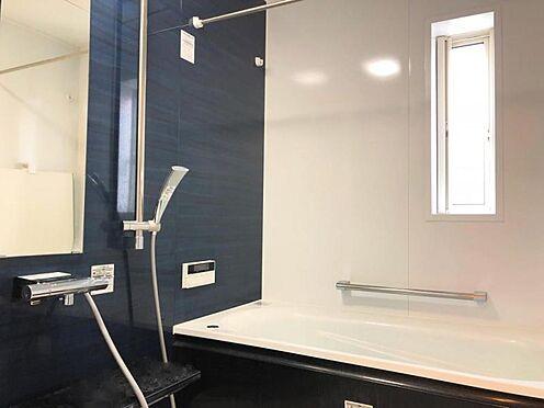 中古一戸建て-福岡市早良区野芥5丁目 窓付きのおしゃれな浴室です。