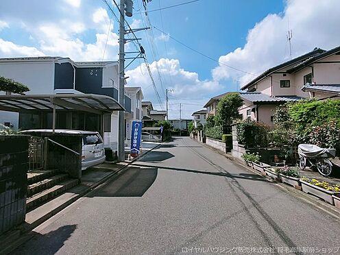戸建賃貸-千葉市美浜区磯辺8丁目 前面道路は約6.0mあります。