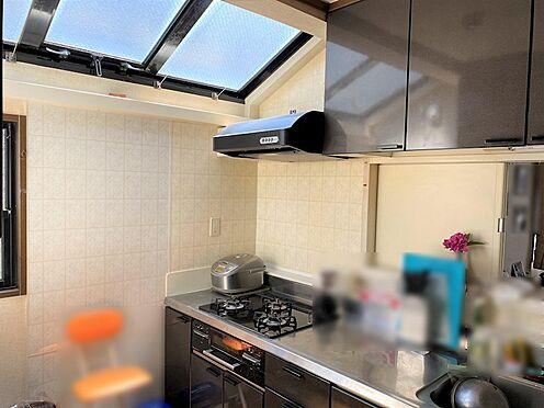 中古一戸建て-八王子市南陽台1丁目 キッチンにこれだけの採光が物件は少ないです。