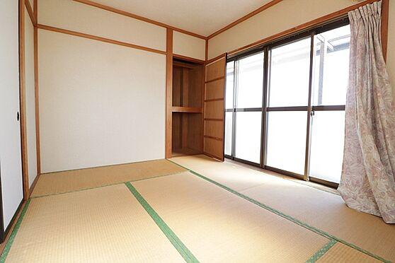 マンション(建物全部)-浜松市中区和合北4丁目 3階部分、東側和室6帖。大きな窓があり陽当たり良好!