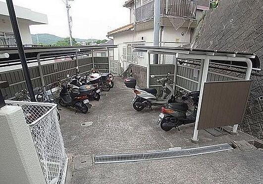 マンション(建物一部)-神戸市北区緑町3丁目 屋根付きの駐輪場・バイク置場有り