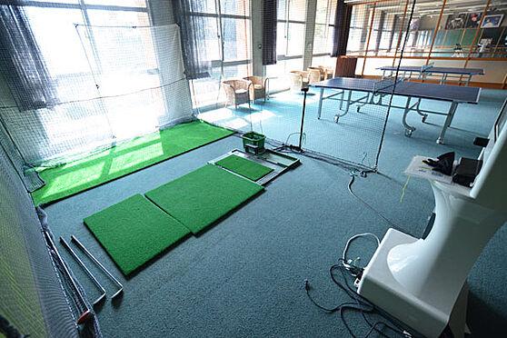 リゾートマンション-熱海市熱海 ゴルフのスイングの練習ができる設備もあります。屋外にも同じような設備もあります。