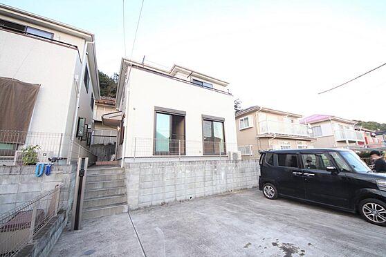 店舗・事務所・その他-八王子市川口町 築浅戸建の賃貸です。南道路、南向きで陽当り・風通しに富んだ物件です。駐車は並列3台分ございます。