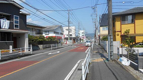 アパート-小田原市曽比 前面道路(南側約12m)