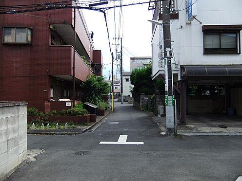 マンション(建物全部)-葛飾区小菅2丁目 マンション西側道路