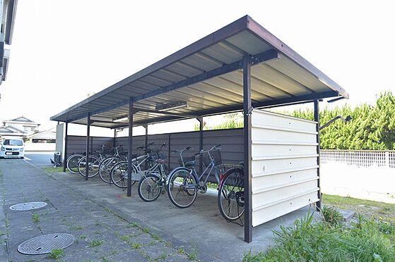 マンション(建物全部)-松阪市駅部田町 入居者様に好評な屋根付き駐輪場。