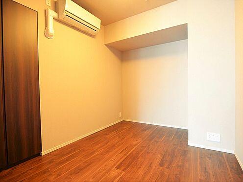中古マンション-中央区晴海3丁目 リビングに隣接した洋室約5.1帖の居室。各居室にクローゼットがあります。
