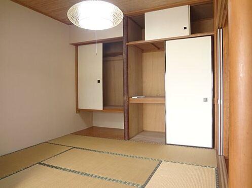 リゾートマンション-熱海市伊豆山 和室4,5帖は床の間部分を洋服ダンスとしてお使いです。