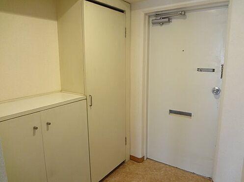 リゾートマンション-熱海市伊豆山 ゆったりした玄関は収納も豊富です。