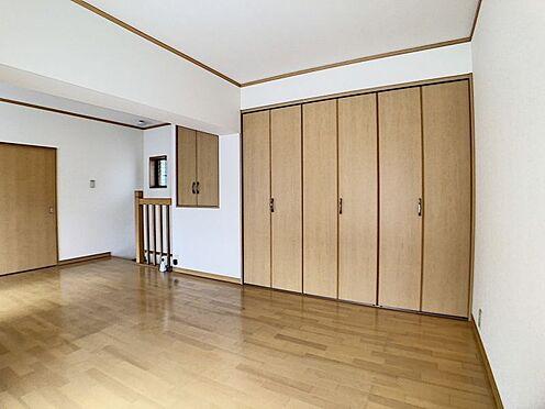 中古テラスハウス-名古屋市中川区中郷3丁目 お荷物すっきり収納できるクローゼットがございます。