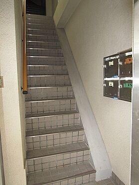 一棟マンション-大阪市生野区中川西2丁目 共有の階段です
