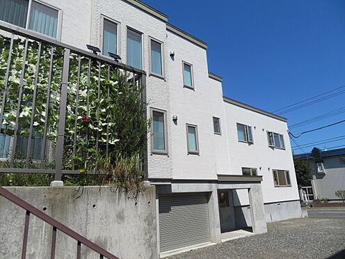 アパート-札幌市清田区平岡四条3丁目 屋内車庫2台分、画像左側はテラスとなっております