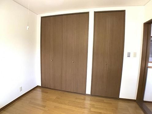 戸建賃貸-名古屋市中村区角割町3丁目 枕棚とハンガーパイプが標準装備の機能的なクローゼットは、大切なお洋服をきれいな状態で収納できます!