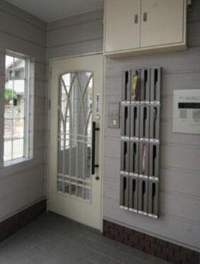 マンション(建物全部)-箕面市粟生間谷西3丁目 マンションはオートロック。エントランスです。