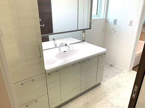 戸建賃貸-西尾市寄住町神明 清潔感溢れるスタイリッシュなデザインの洗面化粧台
