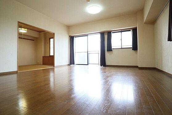 中古マンション-八王子市別所1丁目 リビングダイニング約15.6帖、床暖房が入ってます。