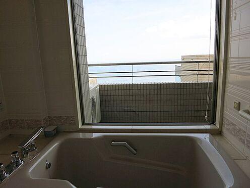 リゾートマンション-熱海市伊豆山 殆ど利用されない浴室からも美しい景観です。