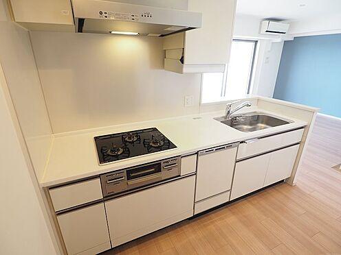 中古マンション-千葉市美浜区稲毛海岸5丁目 会話をしながら料理の出来るシステムキッチンです!