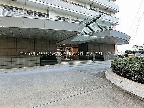 中古マンション-江東区東雲1丁目 ホテルを思わせるキャノビーと車寄せがドラマチックな日常を演出します。