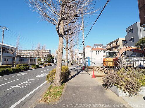 新築一戸建て-千葉市美浜区高洲1丁目 敷地前には歩道もあります!