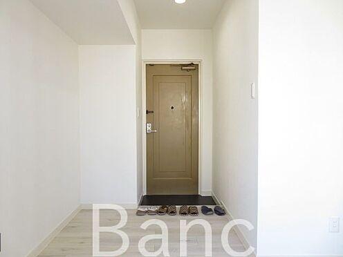 中古マンション-目黒区下目黒3丁目 廊下〜玄関 お気軽にお問合せくださいませ。