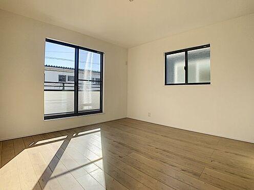 戸建賃貸-豊田市永覚新町1丁目 光が十分入るように計算された窓