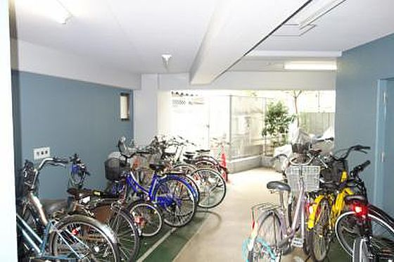マンション(建物一部)-大阪市天王寺区大道3丁目 駐輪場付きで駅へのアクセスも楽々。