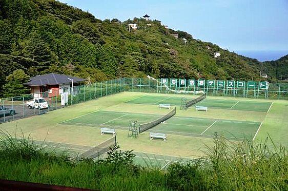土地-熱海市上多賀 全部で3面のテニスコートです。