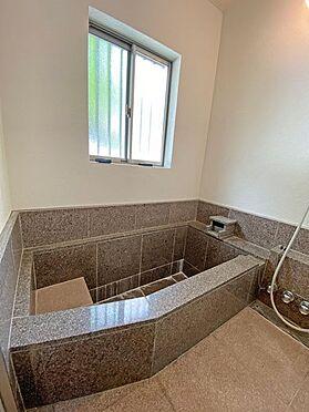 中古一戸建て-伊東市富戸大室高原 温泉を堪能いただきたい赤御影石仕様の温泉風呂です。