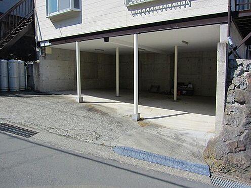 アパート-熱海市青葉町 3室分の駐車場有り(普通乗用車2台、軽乗用車1台分)