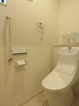 中古一戸建て-八王子市鑓水2丁目 1階トイレ。温水洗浄暖房便座付き