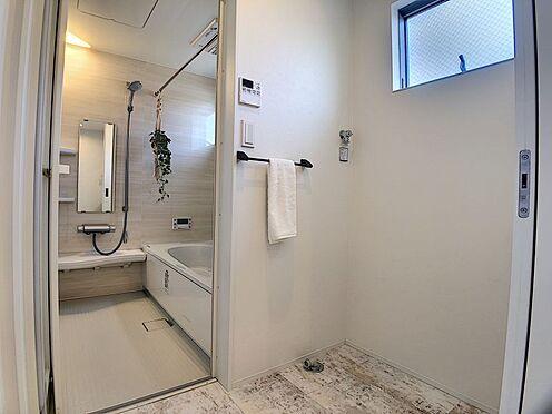 中古一戸建て-名古屋市中川区野田2丁目 洗濯機置き場と浴室です