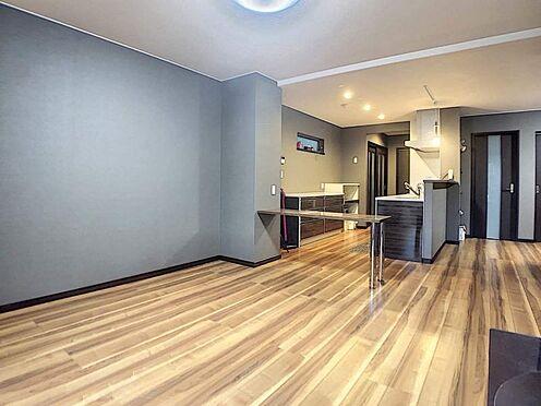中古一戸建て-春日井市岩成台7丁目 インテリアの映える広々としたリビングには床暖房設置済み!