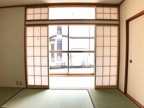 中古一戸建て-豊田市深見町鳥目 和室のふすまを開けたらそこには縁側が・・!とっても風情があります♪