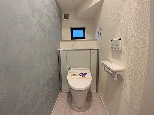 戸建賃貸-名古屋市名東区大針2丁目 収納一体型トイレ。掃除道具などを収納しスッキリとさせることが出来ます。(1階のみ)(同仕様)