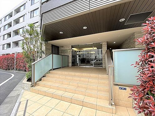 区分マンション-新宿区市谷台町 マンションエントランス部分のお写真です。
