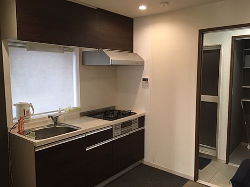 中古マンション-新宿区西新宿4丁目 キッチン (家具・什器は販売価格に含まれません。)