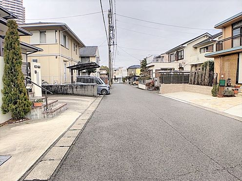 中古一戸建て-小牧市篠岡1丁目 前面道路幅員約6mのため駐車もしやすいです。