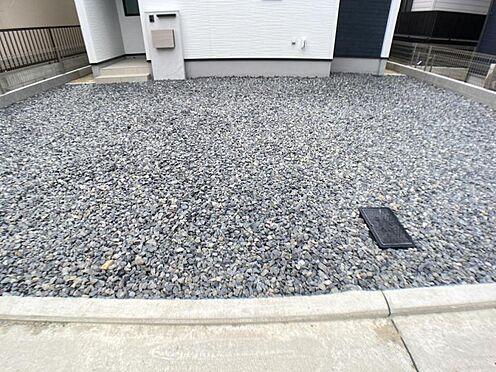 戸建賃貸-一宮市貴船1丁目 完成時の駐車場は砕石仕上げとなっておりますが無料でコンクリート打ちをさせて頂きます。